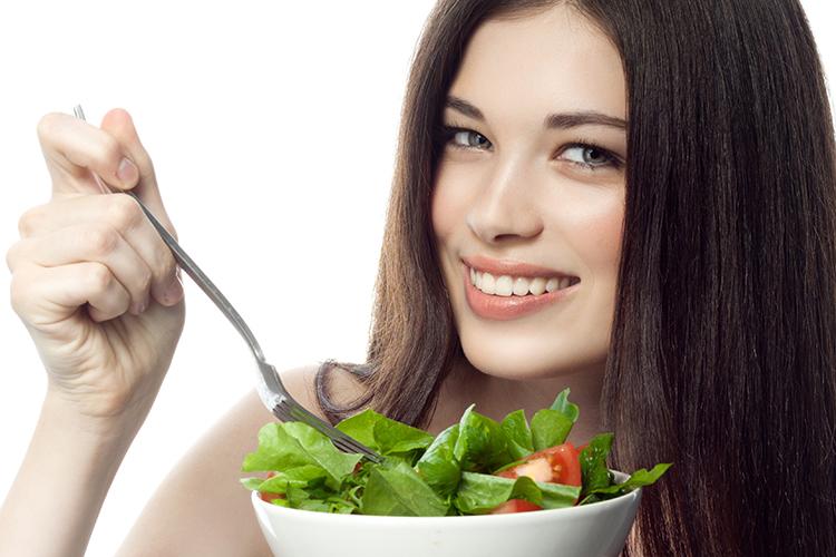 Alimentos que fazem seu cabelo crescer longo e forte