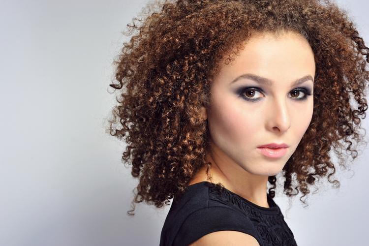 10 dicas imperdíveis para cabelos cacheados