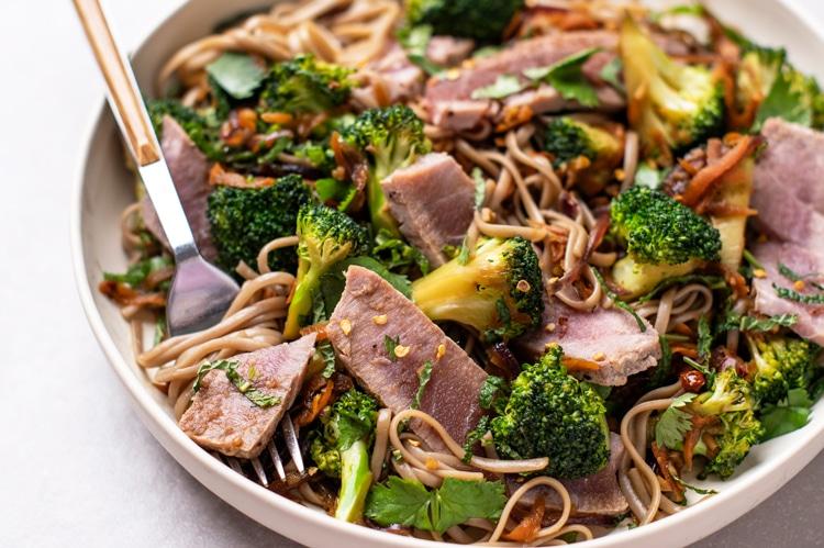 8 simples dieta Hacks para cortar calorias e perder peso para uma boa proteína magra